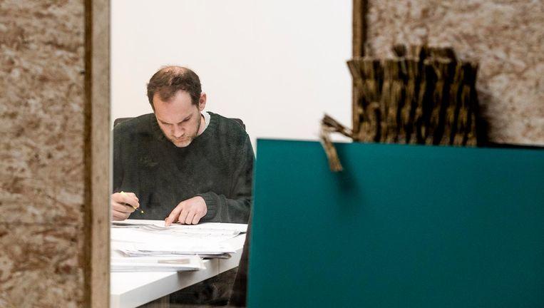 Sander Breur in het kantoor van zijn renovatie- en bouwbedrijf in De Bilt. Beeld Freek van den Bergh