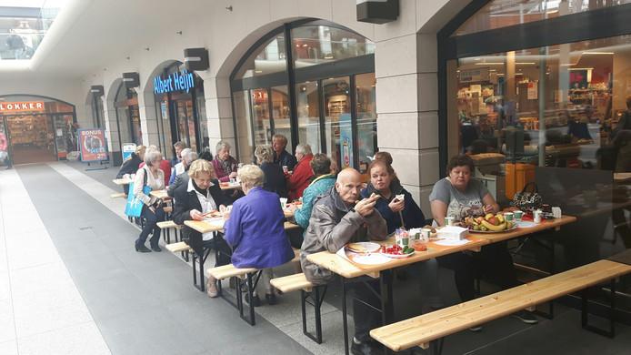 Lekker lunchen bij de Albert Heijn in de Arena.