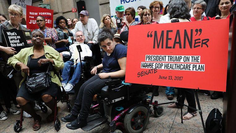 Dokters, verplegers en patiënten demonstreren tegen de nieuwe zorgverzekeringswet. Beeld null