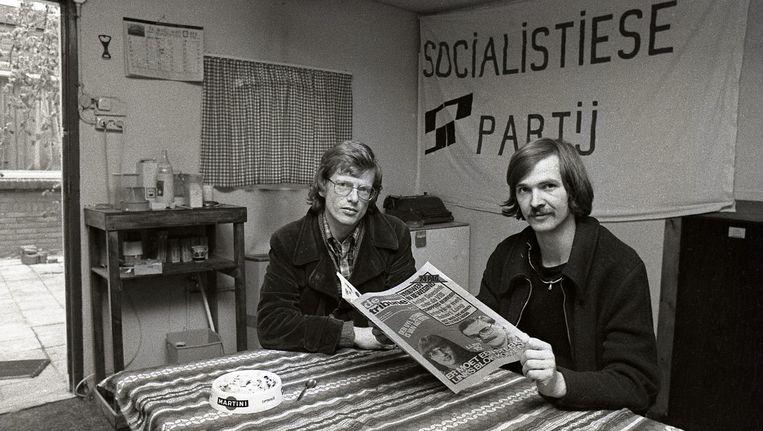 Jan Marijnissen (L) in 1980. Het SP-boegbeeld was ooit worstmaker en lasser. Beeld null
