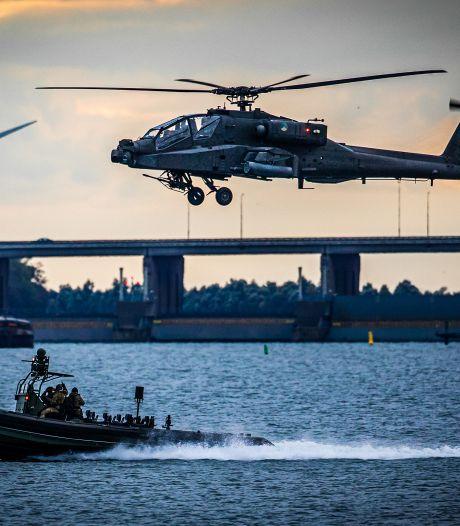 Indrukwekkend! Deze zwerm legerhelikopters trok over Rotterdam en de regio