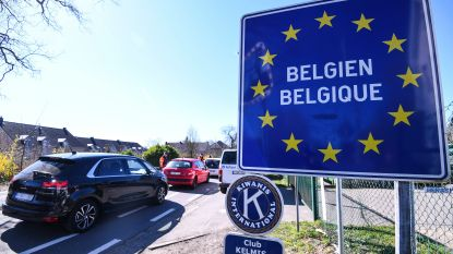 Vrachtwagen rijdt in op grenscontrole E314 in Maasmechelen: één dode