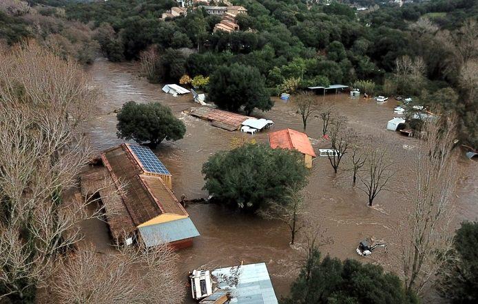 De Corsicaanse hoofdstad Ajaccio kwam flink onder water te staan.