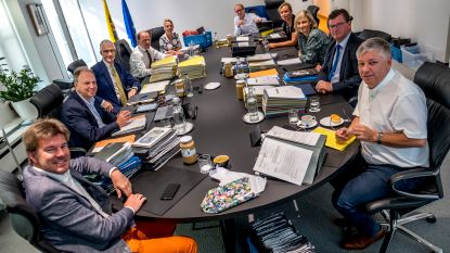 Geen statiegeld, wel slimme kilometerheffing: dit besliste de Vlaamse regering vannacht