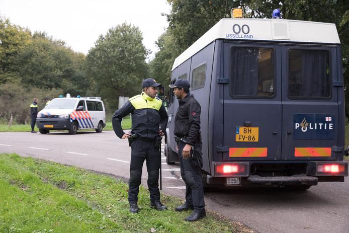 De politie kamt een natuurgebied bij Zeewolde uit in de vermissingszaak rond Anne Faber.
