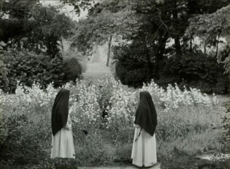 Nonnen in de tuin van een klooster. Deze vrouwen komen niet voor in dit artikel. Beeld Nationaal Archief