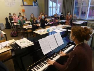 Zingen met mondmaskers en videolessen: zo geeft KADE Podiumkunsten les in tijden van corona