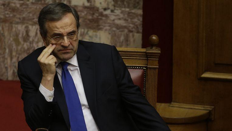 De Griekse premier Antonis Samaras zoekt wanhopig naar een uitweg uit de crisis.