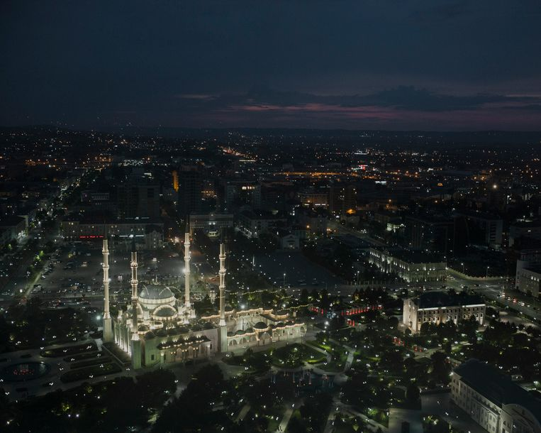 De Achmat Kadyrov Moskee in het centrum van Grozny. Beeld Emile Ducke