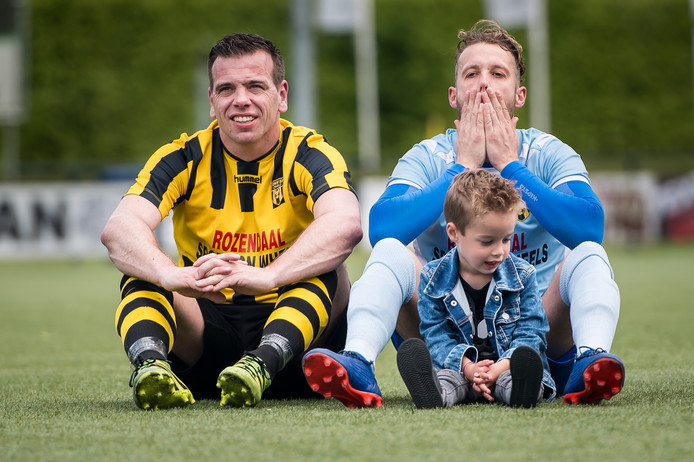 Edmund Mijnheer (links, naast doelman Daan Huiskamp), hoopt met zijn routine een bijdrage te kunnen leveren aan sportieve successen van DVS'33.