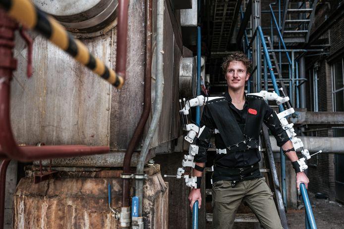 JV 10062020 Arnhem Remco Hoftijzer en robotpak / Foto : Jan Ruland van den Brink