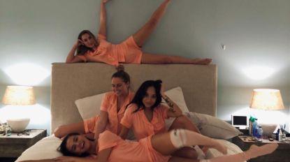 Selena Gomez en haar besties houden een matching pajamas sleepover