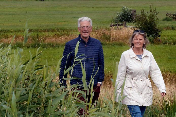 Cees en Imke Pluym uit Bleskensgraaf wandelen graag in de omgeving van Brandwijk.