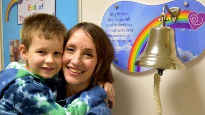 Mama (40) en zoontje (8) overwinnen samen kanker vier jaar nadat ze hartverscheurende diagnose kregen