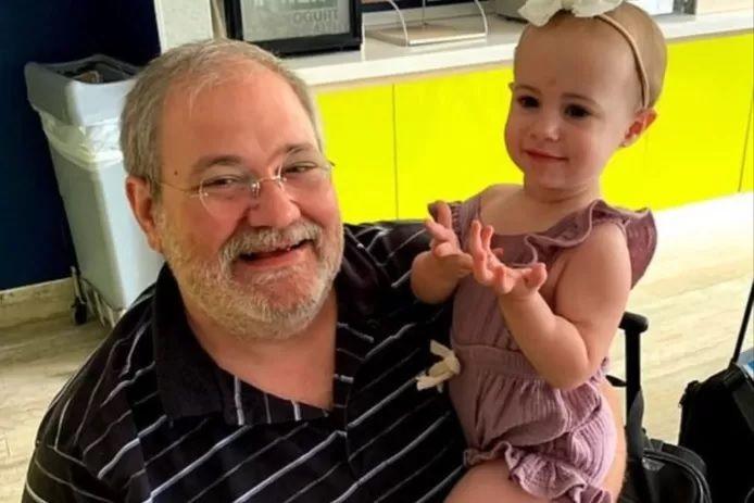 Salvatore Anello et sa petite-fille Chloe.
