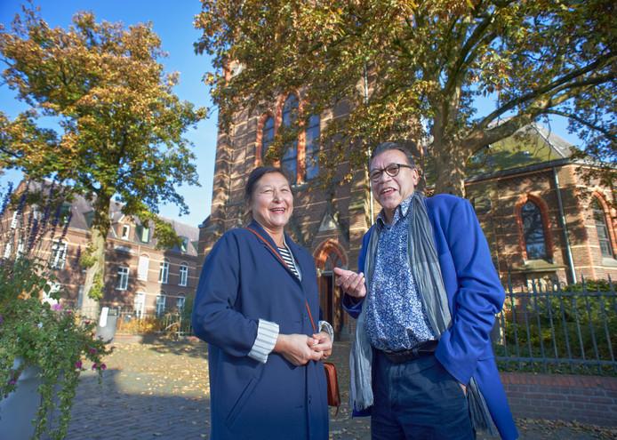Roy en Hedy Grunewald bij de kruisherenkapel te Uden.