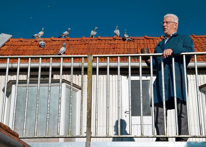 Wim Snels een aantal jaar geleden, toen hij nog voorzitter was van PV De Postduif.