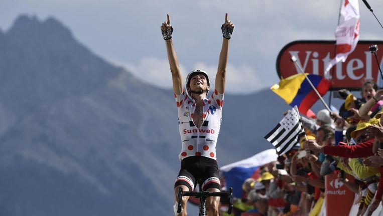 Warren Barguil viert zijn overwinning op de Izoard Beeld anp