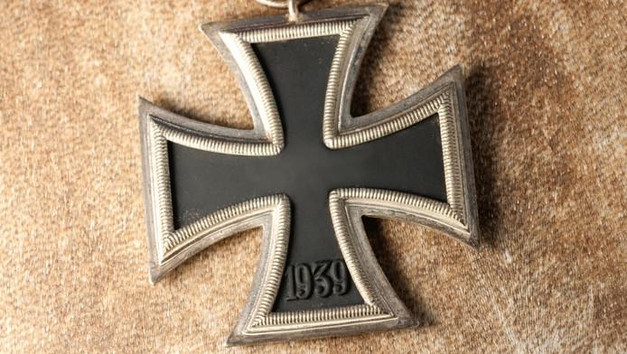 Zippo haalt zijn aanstekers voorzien van een logo met een ijzeren kruis uit de handel.