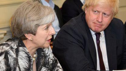 "Theresa May hekelt ""compleet ongepast"" taalgebruik Boris Johnson over haar brexitplan"