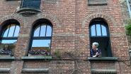 Hartverwarmend: Gentenaars zingen samen 'Mia' vanuit hun raam
