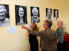 Generaties verbonden in tentoonstelling: gewone mensen op de muur