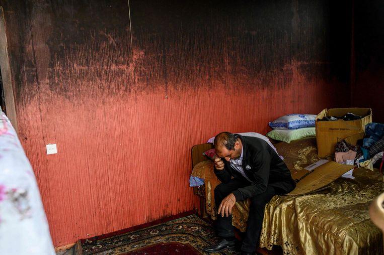 Het zwarte gat achter zijn rug, dat alle kleuren, alle licht en hoop opzuigt.  Beeld Bülent Kılıç / AFP