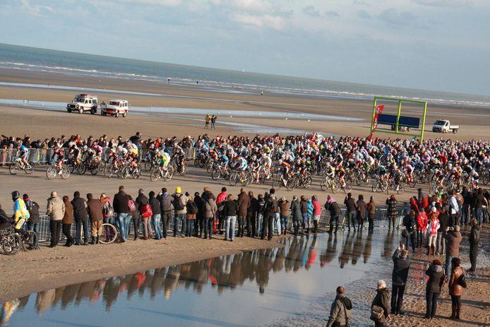 Dit beeld van de start van de Beach Endurance op het strand De Panne zal je dit jaar niet zien.