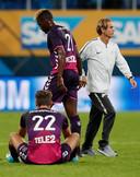 Utrecht-spelers Sander van de Streek en Jean-Christophe Bahebeck balen na de uitschakeling door Zenit.