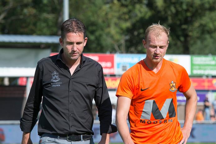 Een balende Gert Jan Karsten en Rob van der Leij verlaten het veld op De Boshoek.