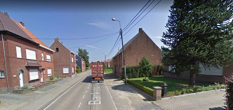 Het verkeer moet hier in de Bankstraat na de kerstvakantie via tijdelijke verkeerslichten.