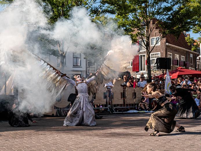 De voorstelling Icarus tijdens de laatste editie van straattheaterfestival Spoffin dat vorig jaar 32.000 bezoekers trok.