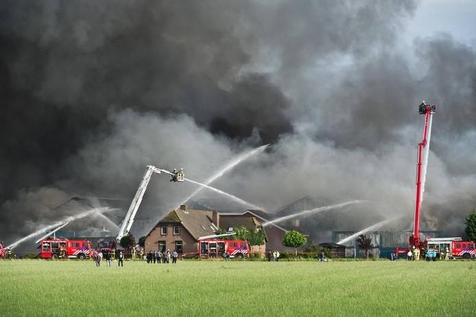 Bij de brand in Erichem zijn donderdag 20.000 varkens omgekomen.
