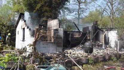 Bungalow brandt volledig uit