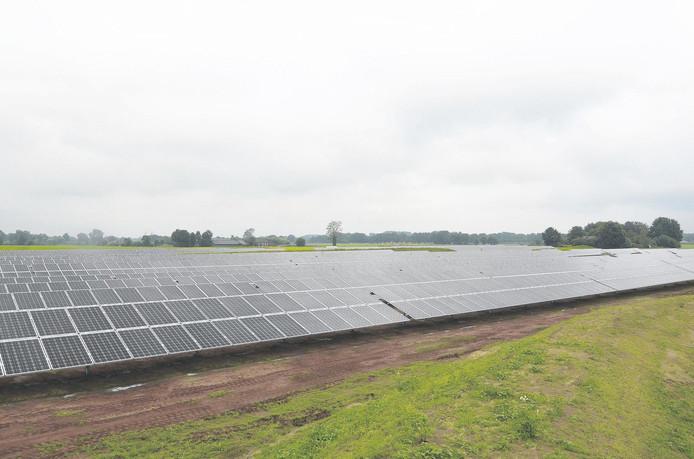 Een haalbaarheidsonderzoek gaat zich nu alleen op zonnevelden richten, en pas later op initiatieven voor windenergie.