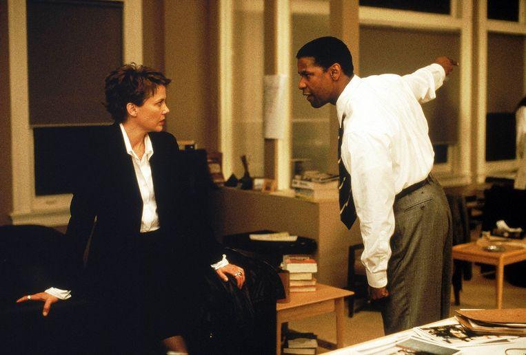 Annette Bening en Denzel Washington in The Siege (Edward Zwick, 1998). Beeld