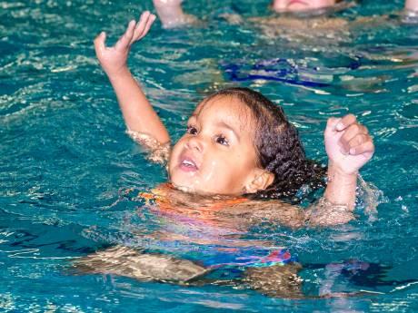 College moet 'vaart maken met nieuw zwembad'