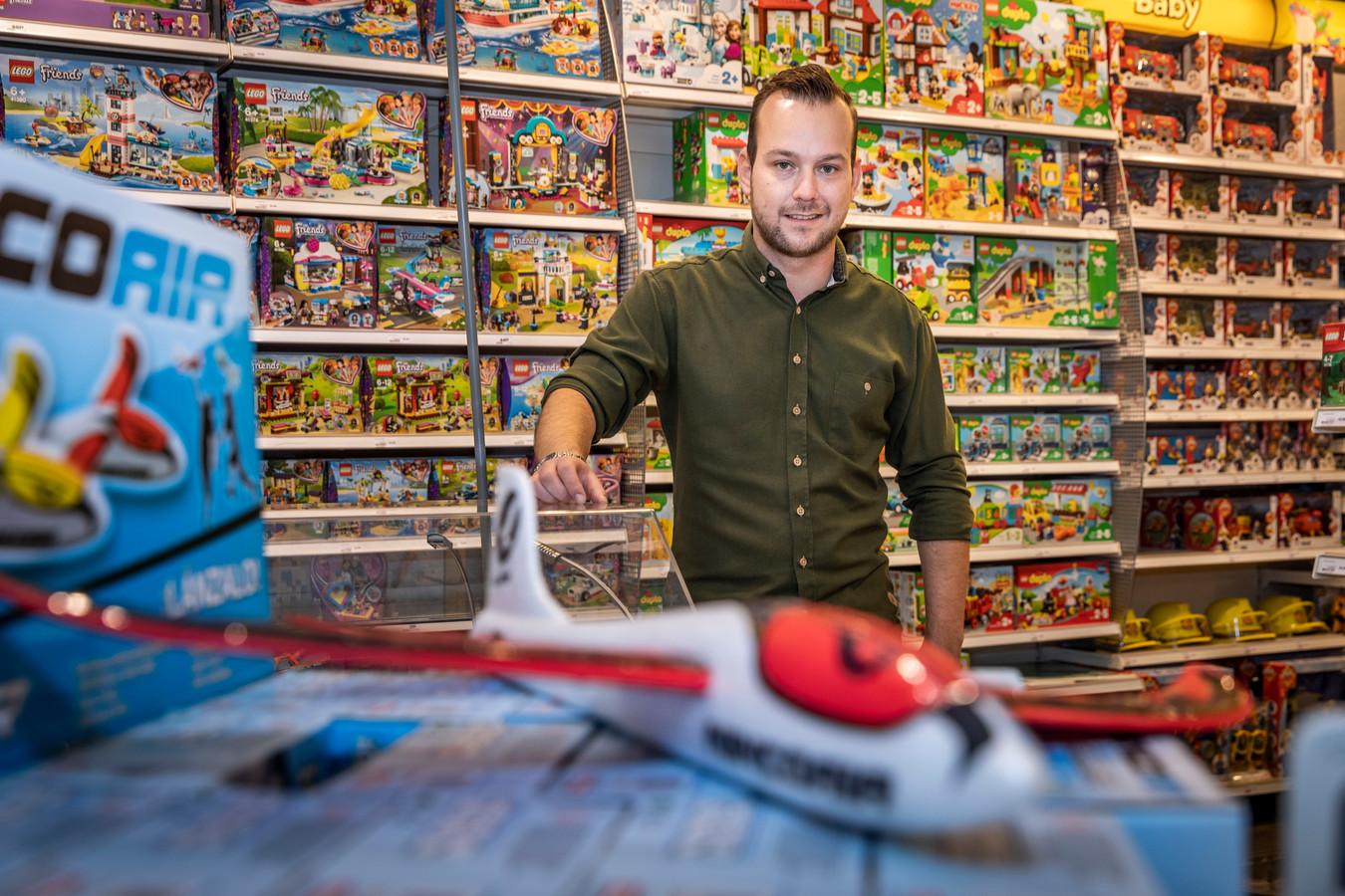 *Mark Schoones* is een van de 7 voormalig Intertoys franchisenemers die verder gaat als Jase & Joy.
