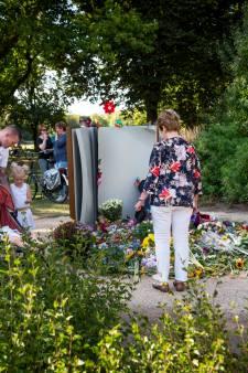 Van lieve bloemenhulde terug naar de harde realiteit bij monument Vlinderboek in Oss: 'Boodschappen doen'