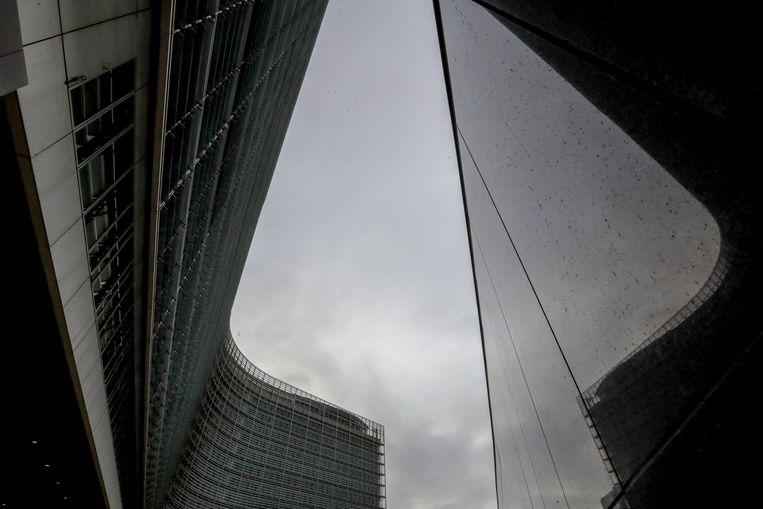 Het hoofdkwartier van de Europese Commissie in Brussel. De Commissie krijgt er veel macht bij, omdat ze verantwoordelijk wordt voor het lenen en verdelen van geld voor coronahulp aan EU-landen. Beeld EPA