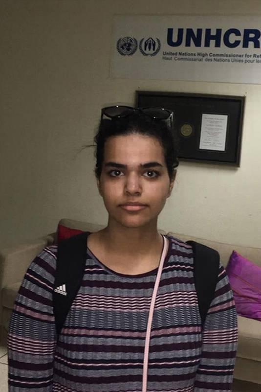 Na bezoek van de UNHCR kreeg Rahaf een tijdelijke verblijfsvergunning in Thailand.