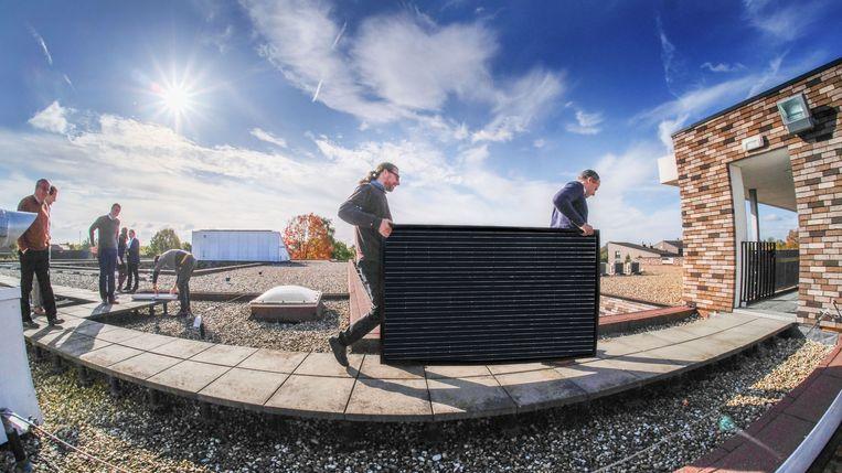 Deerlijk, Harelbeke, Menen, Waregem (onder voorbehoud), Wervik en Zwevegem laten zonnepanelen plaatsen op hun openbare gebouwen via burgercoöperaties voor energie BeauVent en Vlaskracht.