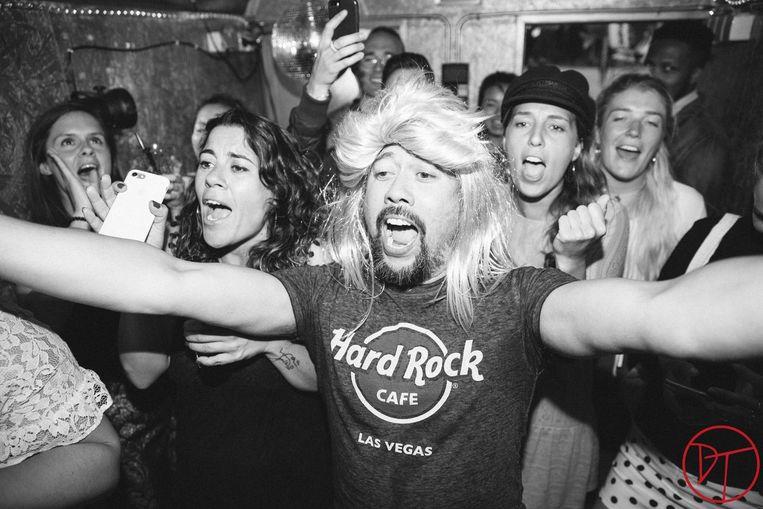 Ga naar TonTon Club, zet een pruik op je hoofd en zing! Beeld  Nikki Photography