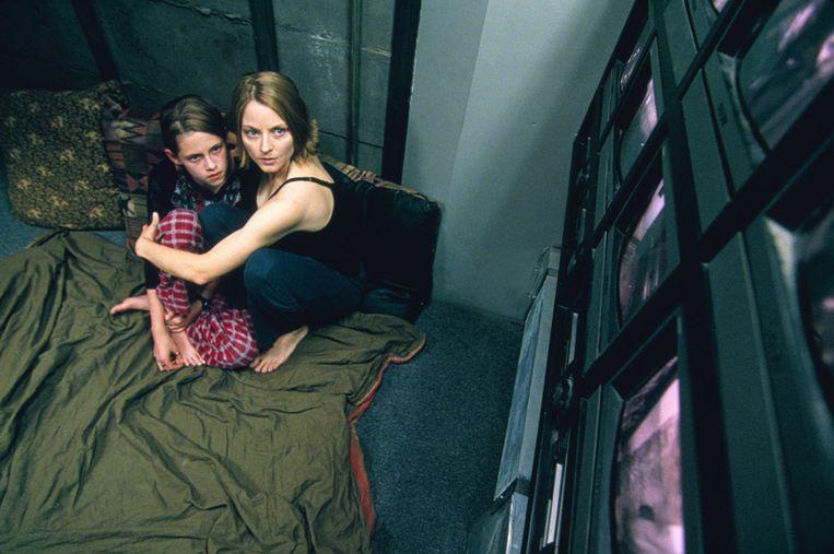 Kristen Stewart (links) en Jodie Foster in Panic Room. Beeld