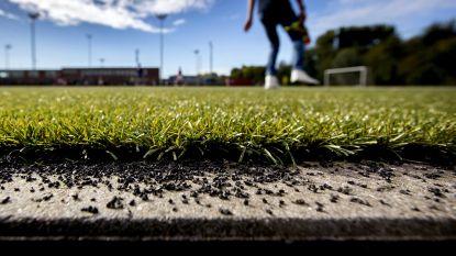 Nederlandse hoogleraren: toch risico om kind op kunstgras te laten voetballen