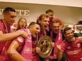 TERUGLEZEN   Spelers en supporters vieren kampioenschap FC Twente