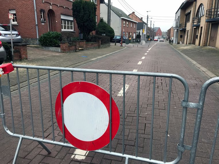 De Dorpsstraat zou donderdagavond opnieuw volledig opengesteld moeten worden.