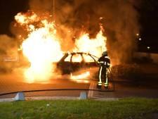 Steven Brunswijk haalt vader op na volledig uitgebrande auto door botsing in Tilburg