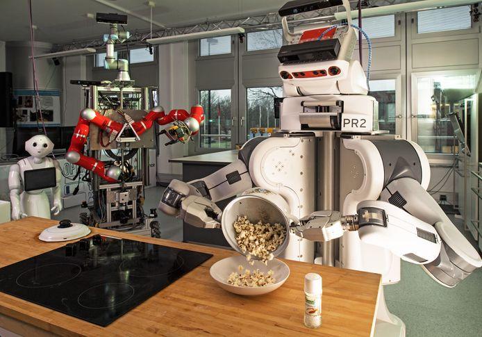 Viergangendiners kan deze robot nog niet maken, maar voor een lekkere bak popcorn draait hij zijn hand niet om.