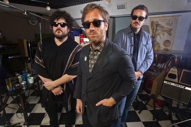 Richard Swift, Dan Auerbach en Leon Michels van The Black Keys in de studio in 2015.